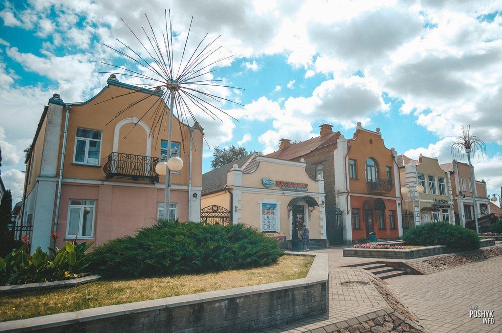 Старинные дома в центре Дятлово