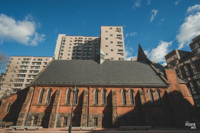 Церковь на острове Рузвельта в Нью-Йорке