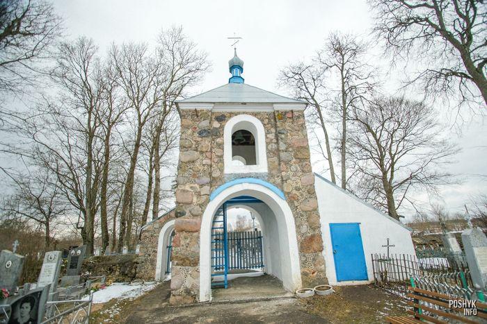 Брама-колокольня в поселке Лань