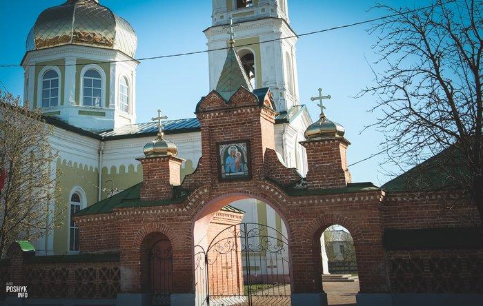 Брама церкви святого Александра Невского в Мстиславле