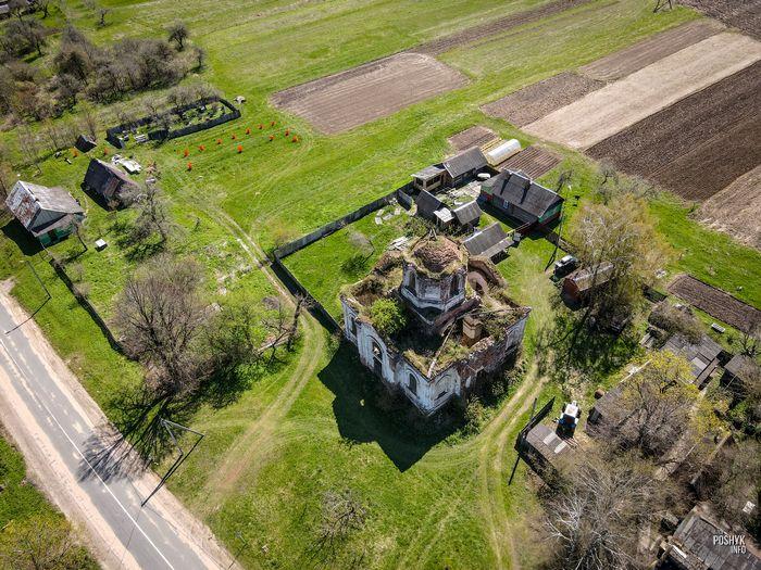 Заброшенная церковь в деревне Дудаковичи