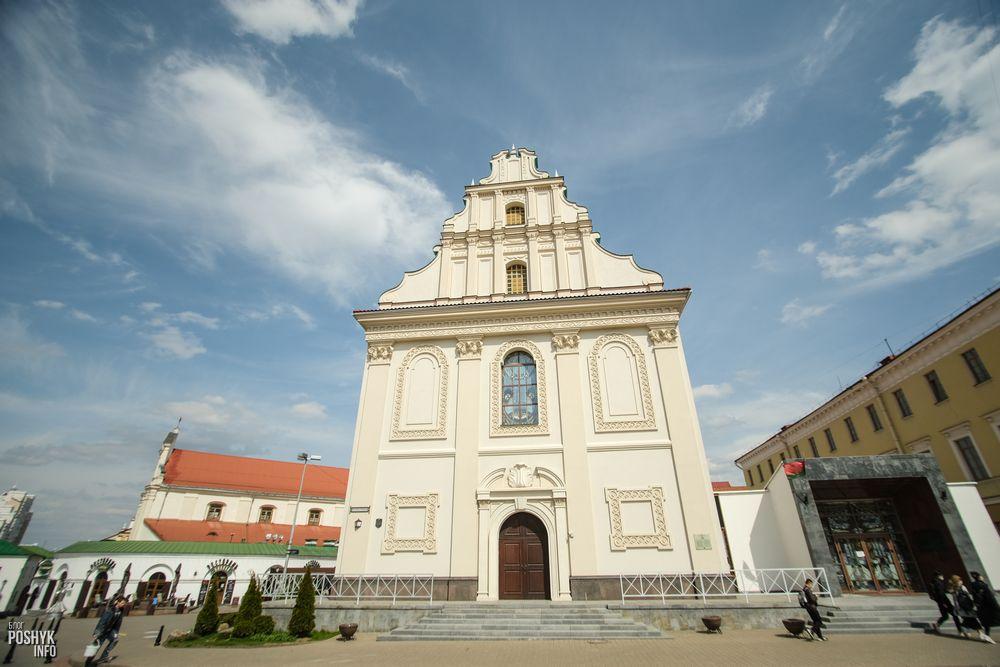Детская филармония и церковь Святого Духа