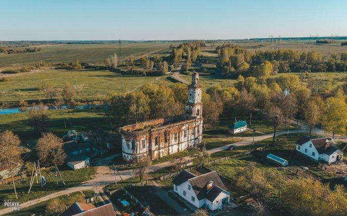 Руины церкви в деревне Онуфриево