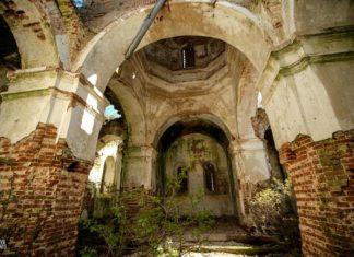 Заброшенная Покровская церковь в деревне Дудаковичи
