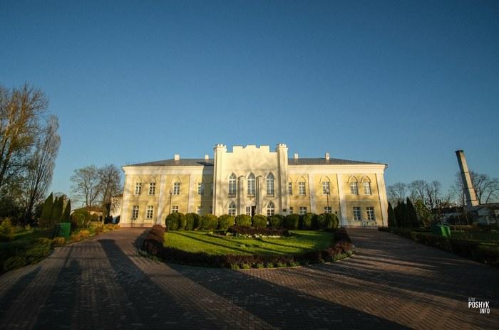 Главная достопримечательность города Кричев - дворец Потемкина