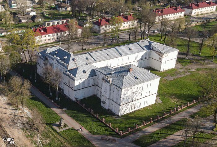 Здание бывшей мужской гимназии в городе Мстиславль