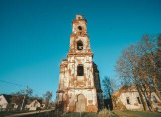 Заброшенная церковь в деревне Онуфриево