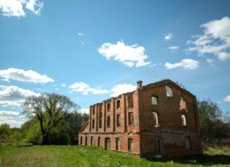 Руины водяной мельницы Каменное-Кривое рядом с Друцком