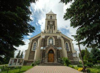 Неоготический костел 20 века в поселке Большая Берестовица