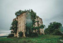 Руины часовни-усыпальницы Яблоновских в деревне Щечицы