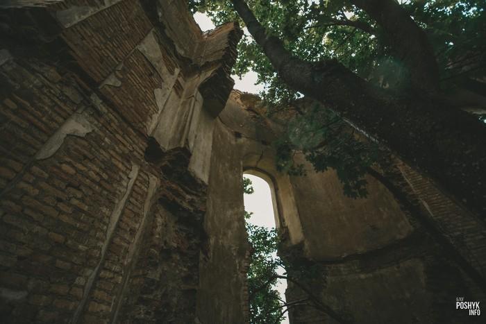 Руины часовни-усыпальницы Яблоновских