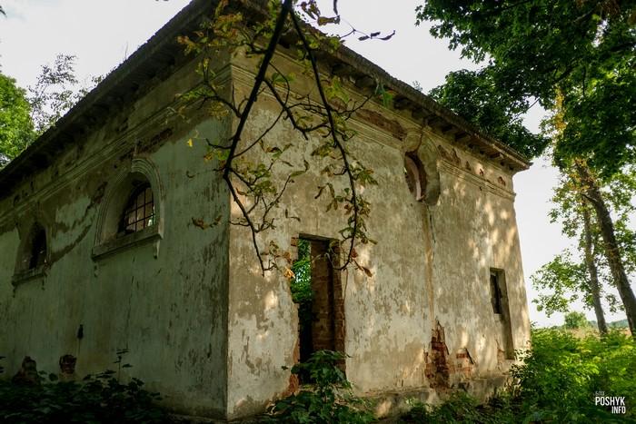 Церковь Пречистенская - руины в деревне Круглое