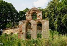 Церковь Пречистенская руины в деревне Круглое