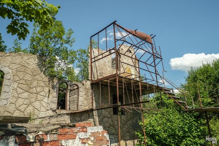 Необычный заброшенный дом