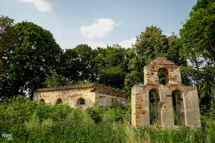 Старинная церковь в деревне Круглое