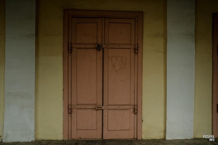 Старинная дверь в Пружанах