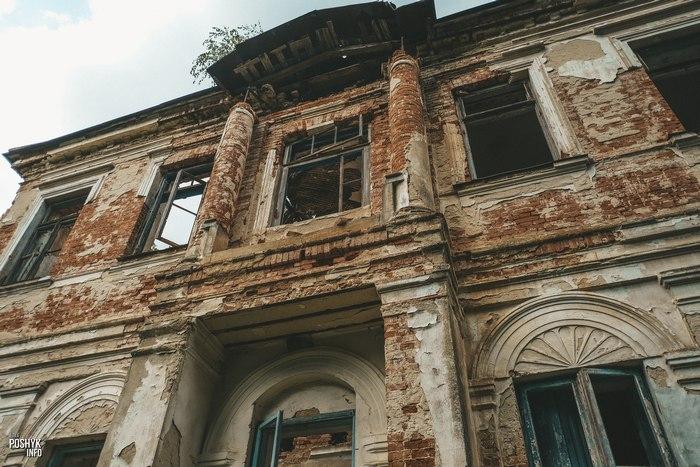 Руины усадьбы Трембицких в поселке Линово