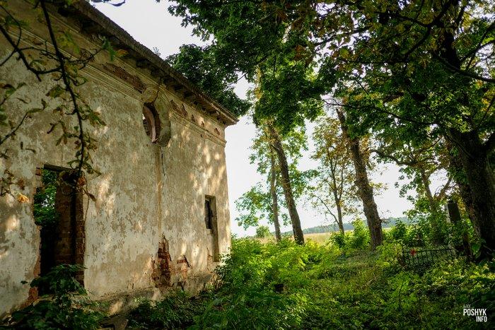 Церковь в деревне Круглое