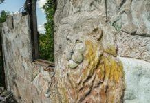 Заброшенный дом с загадочными рисунками и фресками возле Ракова