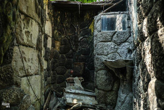 Заброшенный дом в Ракове