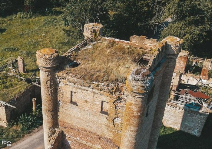 Заброшенная башня в деревне Борисовщина