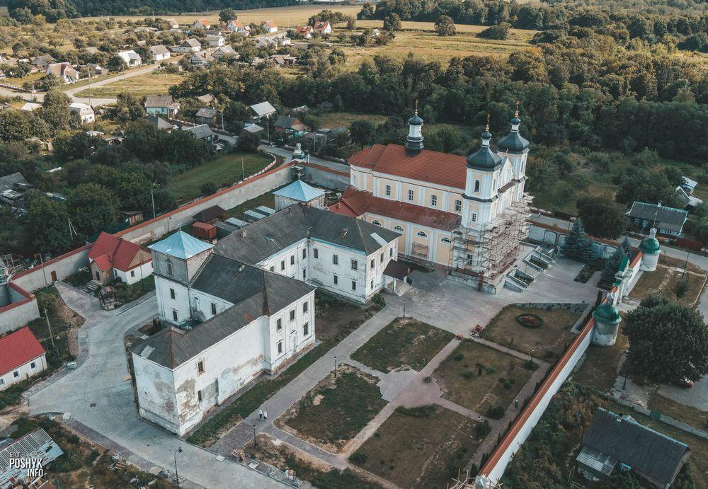 Монастырь и костел в деревне Юровичи