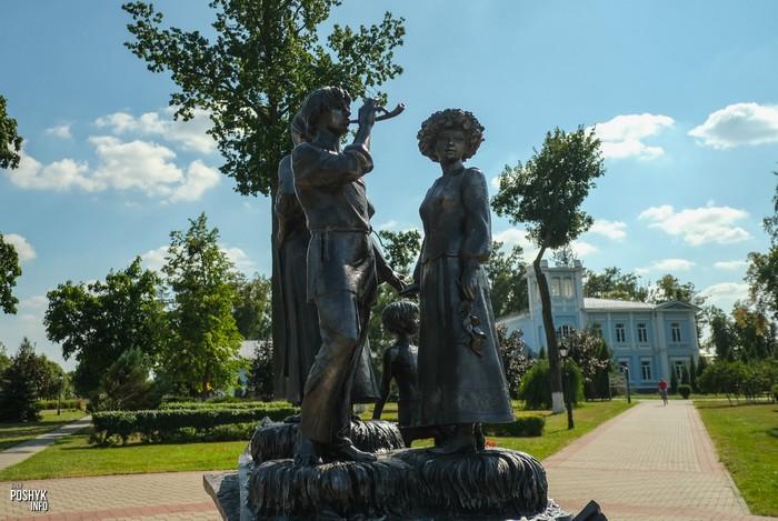 Памятник Иван Мележ Хойники