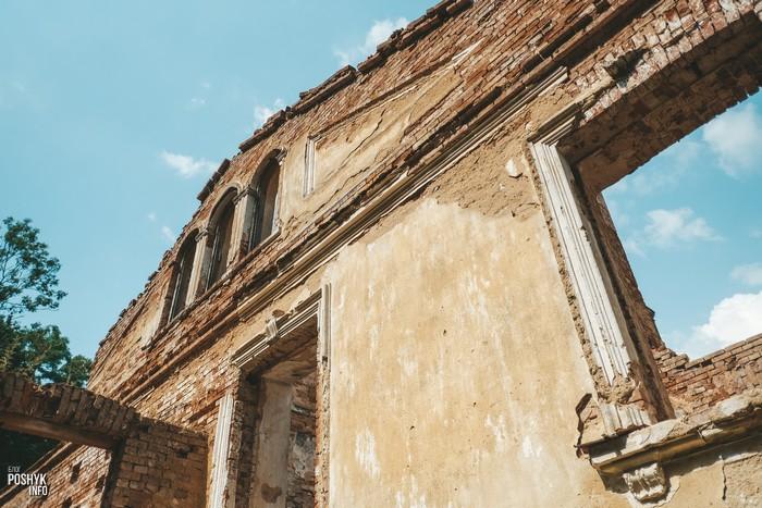 Развалины усадьбы Дзеконских в Каштановке