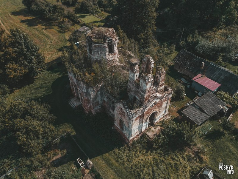 Руины церкви в Межево