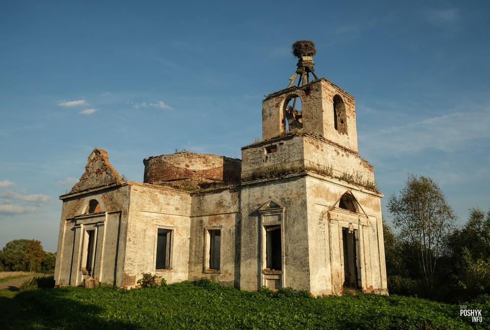 Руины церкви в деревне Браздецкая Слобода