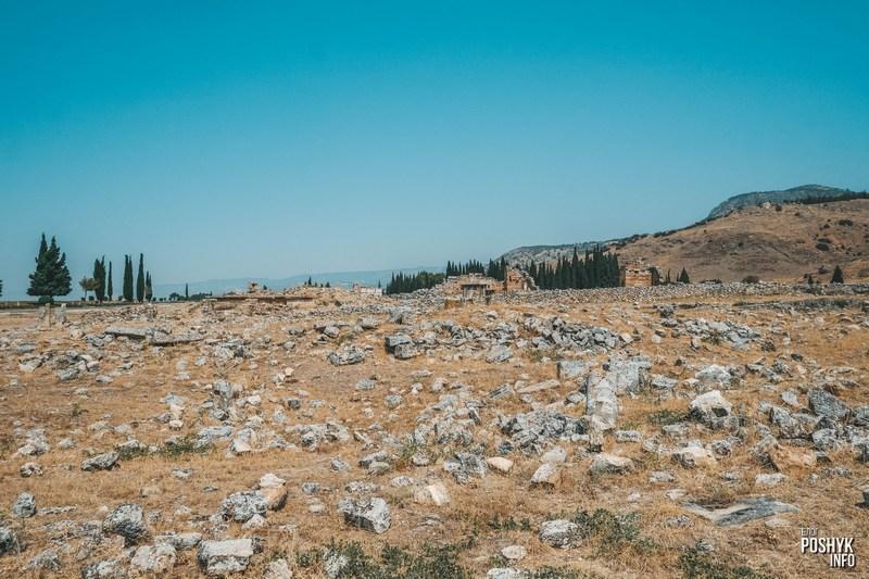 Руины древнего города ierapolis Турция