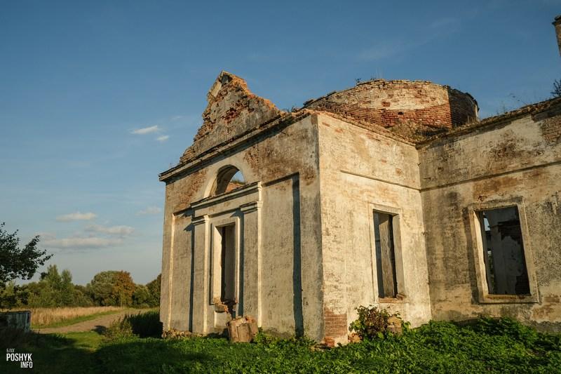 Заброшенная церковь рядом с Чашниками