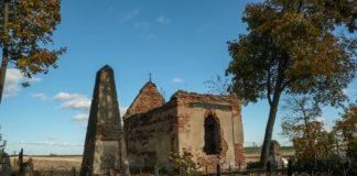 Заброшенная усыпальница Обуховичей в деревне Великая Липа